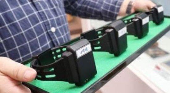 Gelang kaki elektronik. (Foto Google Image)
