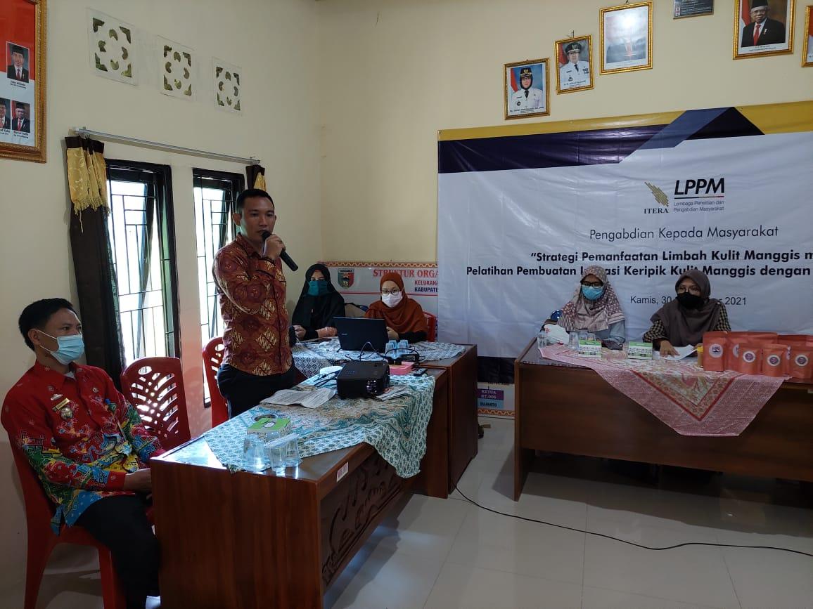 Dosen Itera melakukan kegiatan Pengabdian kepada Masyarakat (PkM) di Tanggamus. Foto Itera
